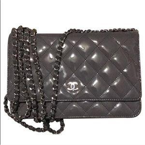 Handbags - Chanel wallet on chain